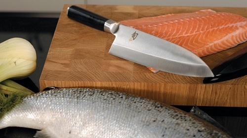 По глубокому убеждению японцев, рыбу нужно разделывать и резать специальным ножом – Деба