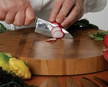 Односторонние керамические ножи требуют умелой руки