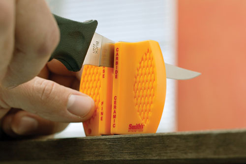 Этот компактный инструмент умещается даже на женской ладони